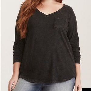 PREMIUM BLACK MINERAL WASH V-NECK LONG SLEEVE TEE